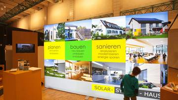 LightWall Beispiel Messestand Solar-System-Haus isyWALL 120 LED