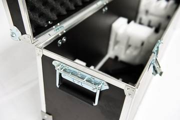 isyWALL 120 LED FlightCase offen